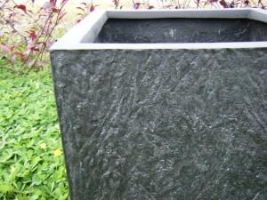 Pflanzkübel mit Steinoberfläche – fast wie das Original