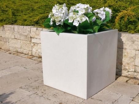 Pflanzkübel der BUNDESGARTENSCHAU aus Fiberglas in perlweiß 30x30x30 cm