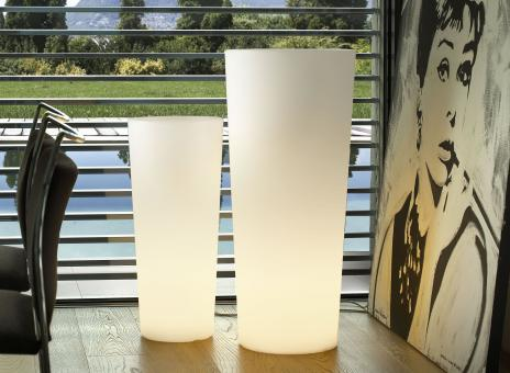 beleuchteter Blumenkübel LUCE L40x B40x H85cm aus Kunststoff in perlweiß