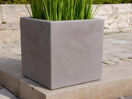 Pflanzkübel FORMA aus Kunststoff in hellgrau