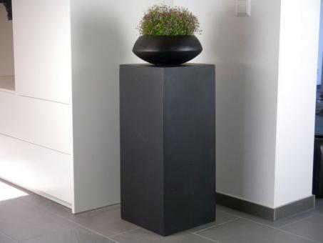 Podest EMPORIO aus Fiberglas in schwarz-anthrazit 30x30x60 cm