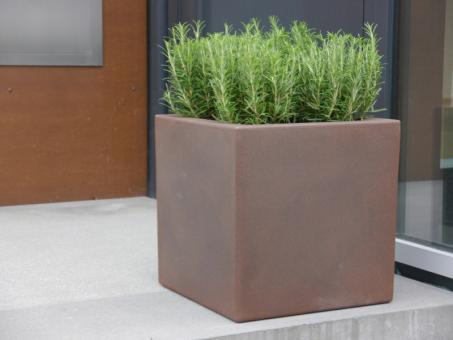 Pflanzkübel FORMA aus Rotations-Kunststoff in mokka