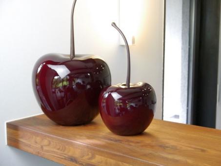 Deko-Kirsche aus Fiberglas in Hochglanz kirschrot