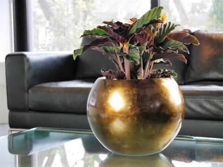 Blumenkübel BALL aus Fiberglas in Hochglanz bronze Ø32x25 cm