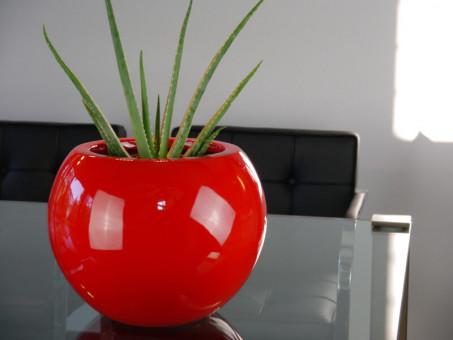 Blumenkübel BALL, Hochglanz rot Ø32x25 cm
