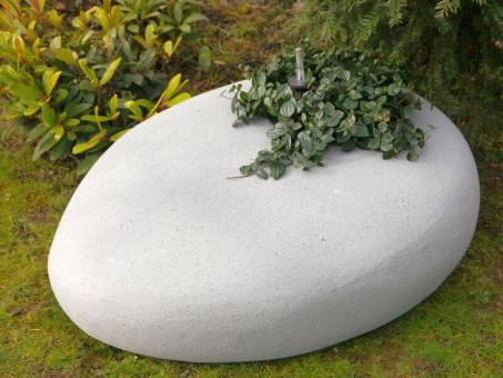 Pflanzstein PEBBLE aus Fibercement, mit Pflanzeinsatz, sandkörnig-hellgrau