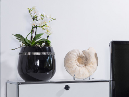 Pflanzkübel YORO mit Dekosteinen aus Fiberglas in Hochglanz schwarz Ø32x28 cm