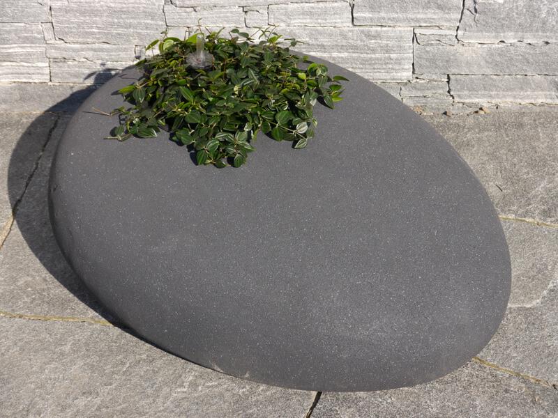 b ware pflanzstein pebble l100x b78x h34cm mit pflanzeinsatz anthrazit bei east west trading. Black Bedroom Furniture Sets. Home Design Ideas