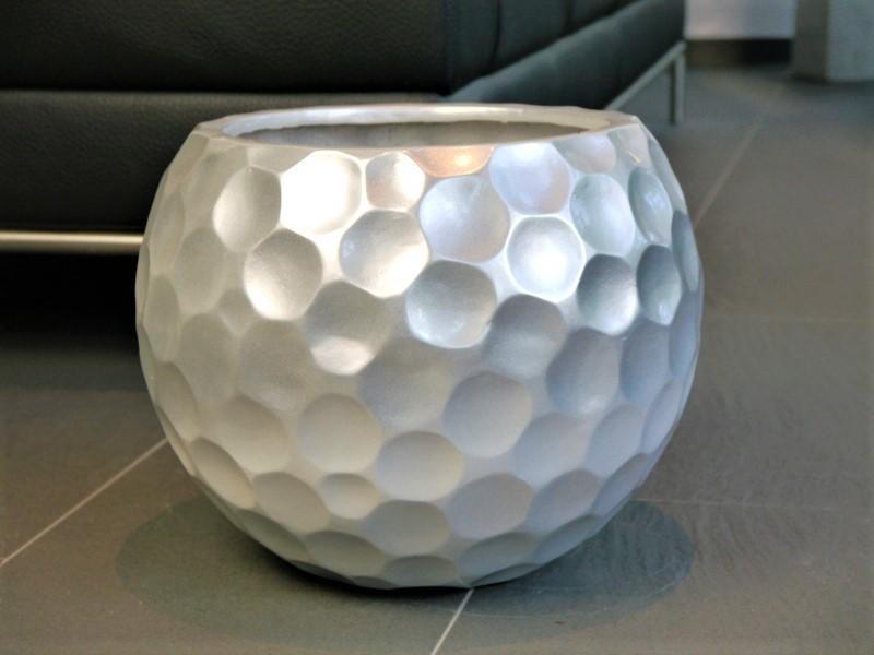 pflanzk bel mondo aus fiberglas in seidenmatt silber bei east west trading. Black Bedroom Furniture Sets. Home Design Ideas