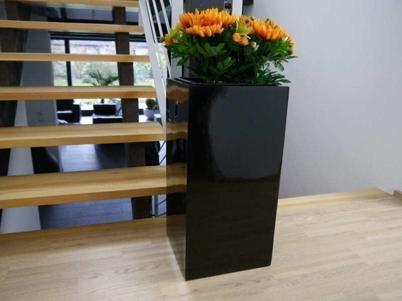 pflanzk bel up aus fiberglas in hochglanz schwarz bei east west trading. Black Bedroom Furniture Sets. Home Design Ideas