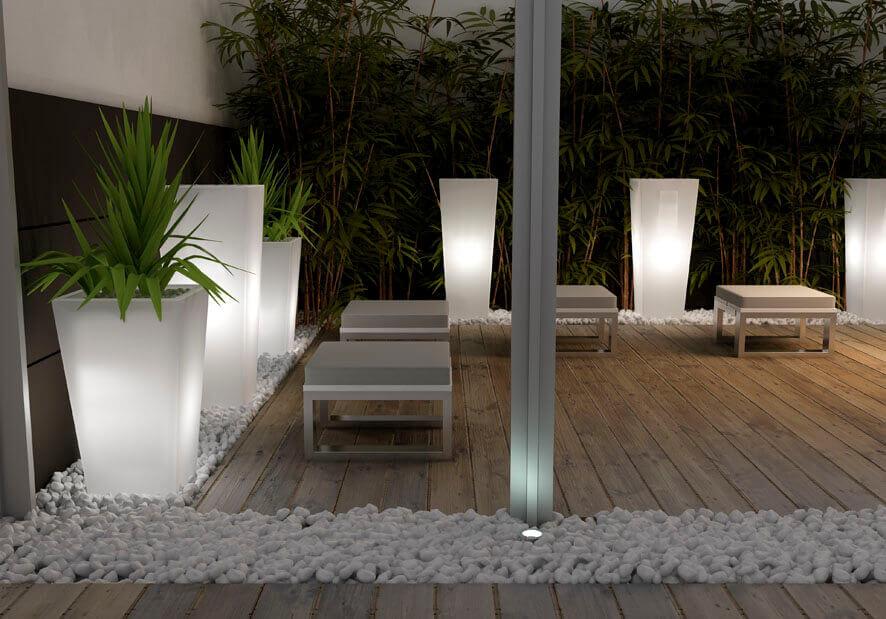 Terrasse mit Pflanzkübeln